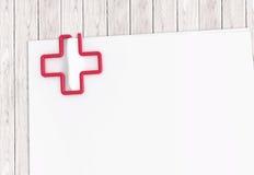 Plantilla médica del documento con el clip de papel cruzado Imágenes de archivo libres de regalías