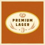 Plantilla superior de Lager Abstract Vector Beer Sign, del símbolo o de la etiqueta Taza, trigo y pretzel retros dibujados mano d Imagen de archivo