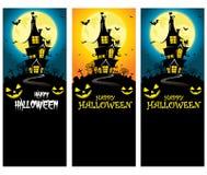 Plantilla vertical espeluznante de la bandera de Halloween del vector con la silueta de la mansión delante de la Luna Llena Fotos de archivo libres de regalías