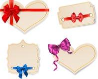 Plantillas beige de la tarjeta de papel con el lazo de satén stock de ilustración