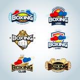 Plantillas del logotipo del boxeo fijadas Rojo, azul y colores oro Logotipo del club del boxeo Escudo del boxeo, emblema, etiquet ilustración del vector
