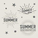 Plantillas del logotipo del tiempo de verano El poner letras de los días de fiesta Fotografía de archivo libre de regalías