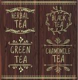 Plantillas dibujadas té de la etiqueta del VECTOR en fondo de madera marrón Imagen de archivo libre de regalías