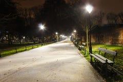 Planty -主要克拉科夫市公园在夜之前在冬天 免版税库存照片