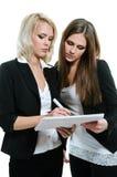 Planung mit zwei Frauen lizenzfreie stockbilder