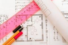 Planungshilfsmittel auf floorplan Lizenzfreies Stockfoto