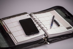 Planungskonzept - Kalender, Mobiltelefon, Stift Lizenzfreies Stockfoto