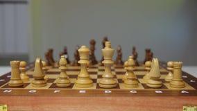 Planungsstrategie mit Schachzahlen auf Tabelle Strategie, Führung und Teamwork-Konzept stock video