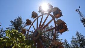 Planwagen themenorientierter Ferris Wheel stock video footage