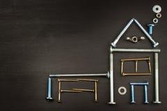 Plany budować dom drewniany tło wieśniak Narzędzia dla budowniczych Architekt projektuje dom dla młodej rodziny Obrazy Stock