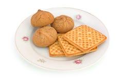 Plaque avec des biscuits image stock