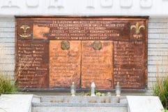 Plaque avec des noms au monument pour les scouts qui sont tombés dans la bataille avec les envahisseurs nazis images libres de droits