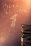 Plaque avec l'inscription de nouveau à l'école, Image libre de droits