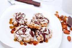 Plaque avec les biscuits faits maison Images stock