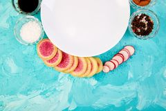 Plaque blanche vide Ingrédient et salade Photo libre de droits