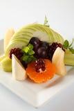 Plaque complètement des fruits frais Image stock