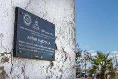 Plaque d'identification d'Astor Piazzolla en Uruguay photos stock