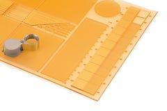 Plaque d'impression pour l'impression flexographique avec la loupe d'isolement sur le fond blanc avec la réflexion d'ombre photos libres de droits