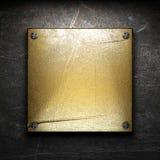 Plaque d'or sur le mur Photographie stock libre de droits