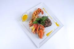 Plaque de boeuf dinant fin de repas avec la langoustine Photographie stock libre de droits
