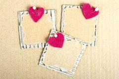 Plaque de carton et coeur de feutre - fond de Valentine Images libres de droits