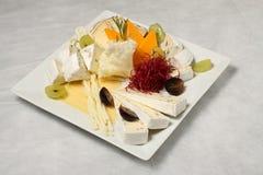 Plaque de fromage en croix Photos stock