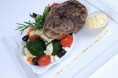 Plaque de repas dinant fin - agnelez avec des légumes Images libres de droits