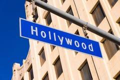 Plaque de rue bleue de Hollywood Photos stock