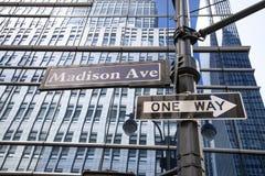 Plaque de rue d'avenue de Madison, NYC, Etats-Unis images stock