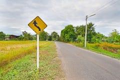 Plaque de rue dans la route de campagne Photographie stock libre de droits