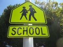 Plaque de rue de croisement d'école Photos libres de droits