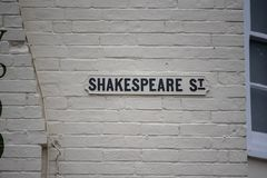 Plaque de rue mentionnant William Shakespeare image libre de droits