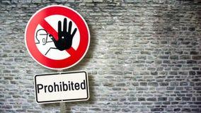 Plaque de rue ? permis contre interdit images libres de droits