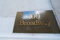 Plaque de rue sur Broadway Photographie stock libre de droits