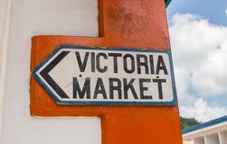 Plaque de rue de Victoria Market en Mahe Seychelles Image stock