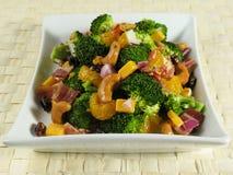 Plaque de salade de broccoli Photos libres de droits