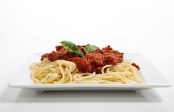 Plaque des spaghetti sur le blanc Images stock