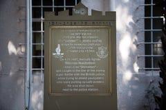 Plaque die dood van Joods ondergronds lid herdenken stock afbeelding