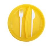 Plaque, fourchette et couteau en plastique jaunes Photo libre de droits