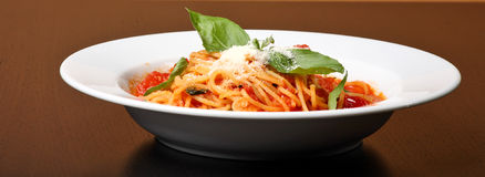 Plaque frais cuite de spaghe Photographie stock