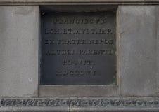 Plaque instructive en bronze sur le piédestal de la statue équestre de l'empereur Joseph II, Josefsplatz, Vienne photos libres de droits