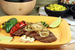 Plaque mexicaine d'asada de carne Images stock