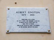 Plaque minéralogique d'Albert Einstein, prix Nobel dans la physique Quand il était le hhe seize a dépensé quelque le bâti image stock