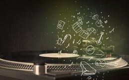 Plaque tournante jouant la musique classique avec les instruments dessinés par icône Photo libre de droits