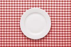 Plaque vide à la table photographie stock