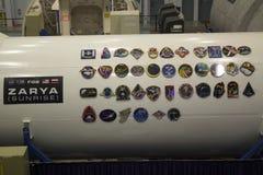 Plaques d'expédition de Station Spatiale Internationale sur la maquette a de ZARYA Photos stock