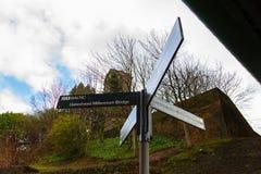 Plaques de rue sous Tyne Bridge à Gateshead image libre de droits