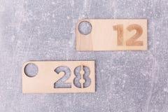 Plaques en bois avec des nombres image stock