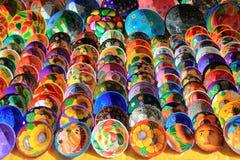 Plaques en céramique d'argile du Mexique coloré Photographie stock