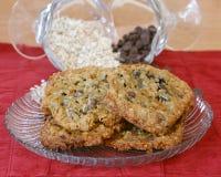 Plaquez complètement des biscuits Photo stock
